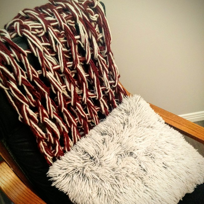 Arm Knit Peppermint Throw